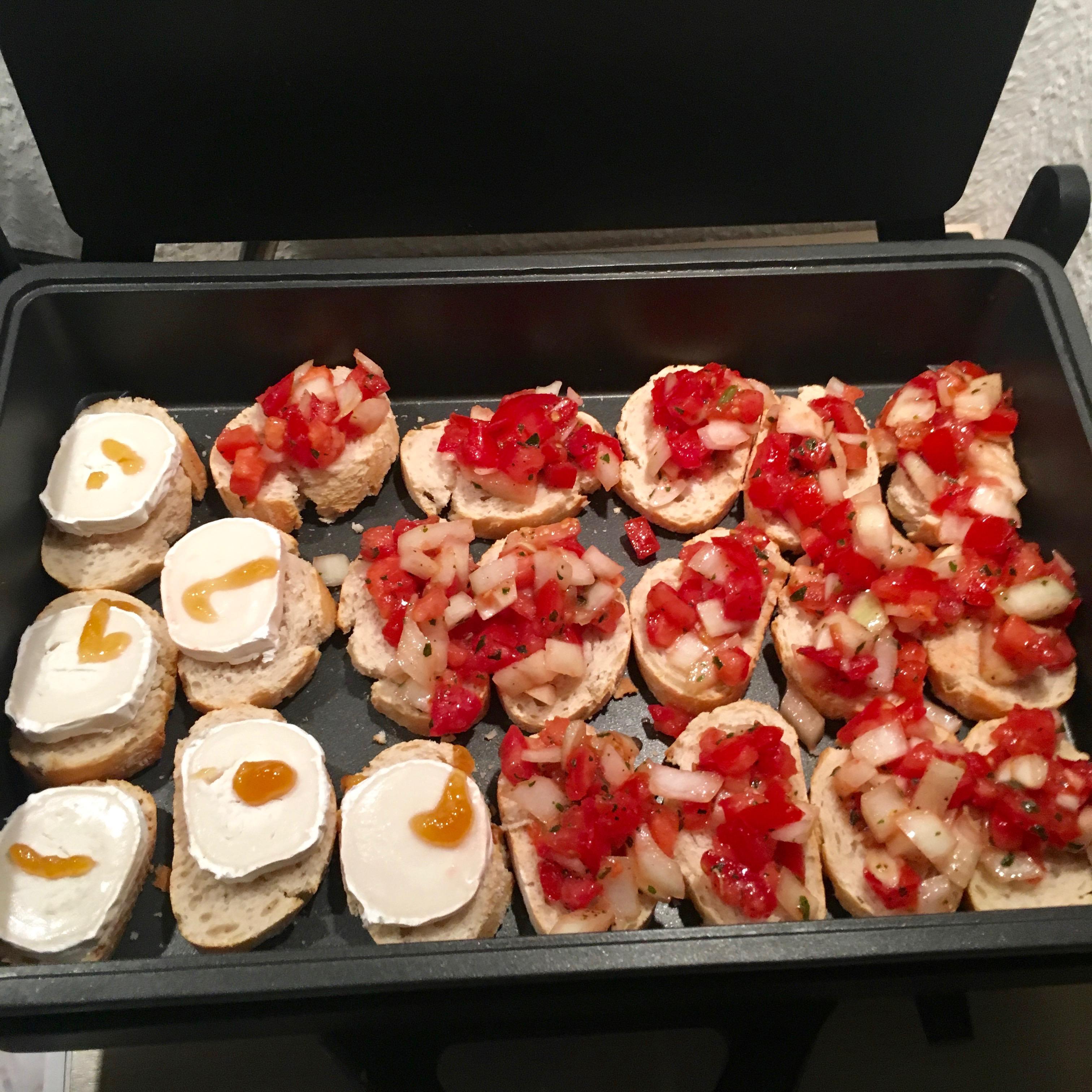 Bruscetta und Ziegenkäse Baguette aus dem Mulex Grill