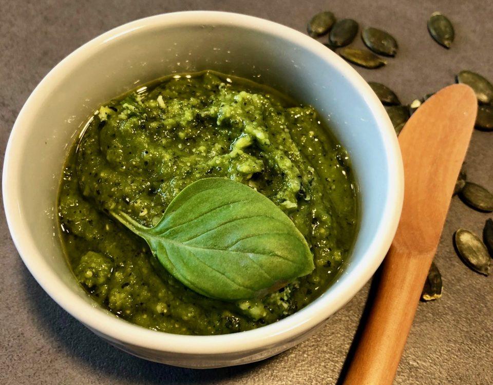 Pesto mit Basilikum aus dem Thermomix