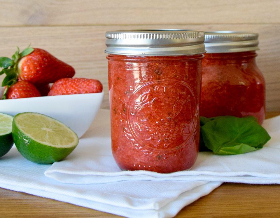 Erdbeer-Basilikum-Fruchtaufstrich